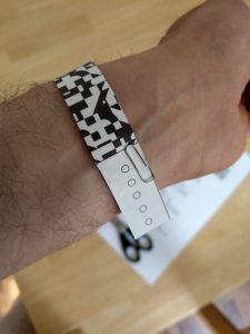 Armband der App fixiert