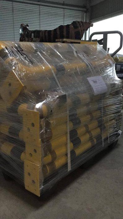 gelbe, verpackte Rammschutzpoller
