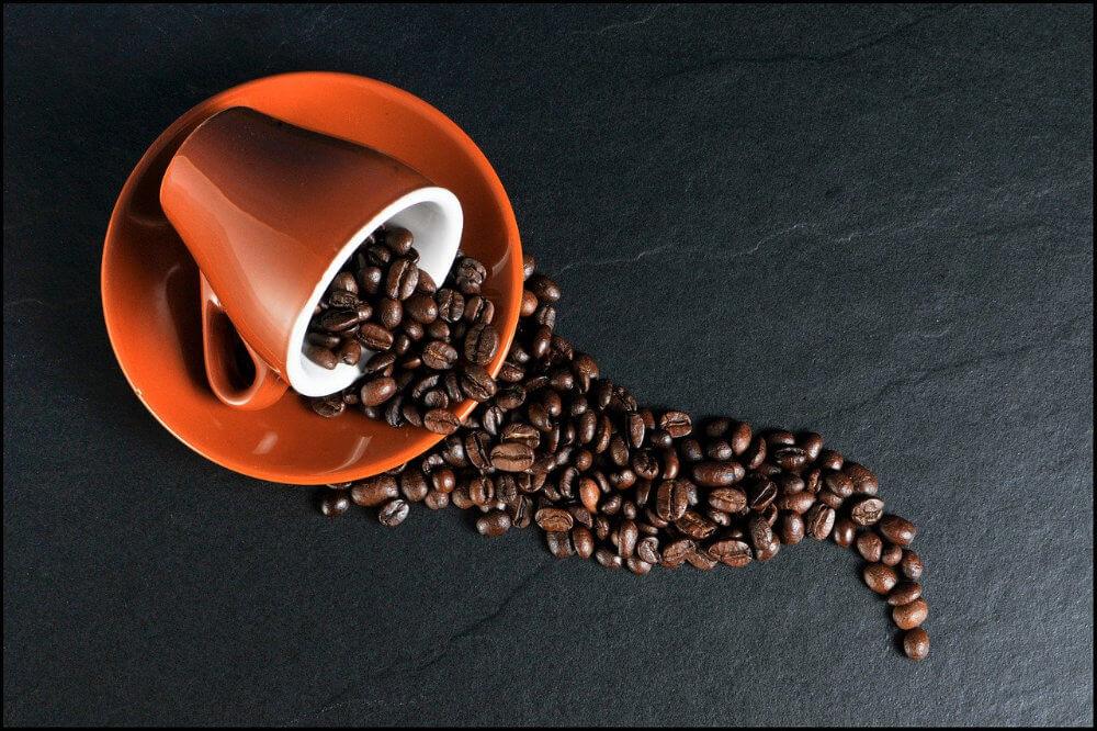 Kaffeebohne verschüttet