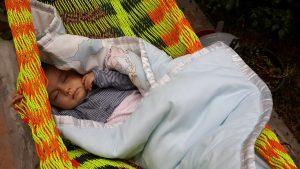 Baby in Hängematte